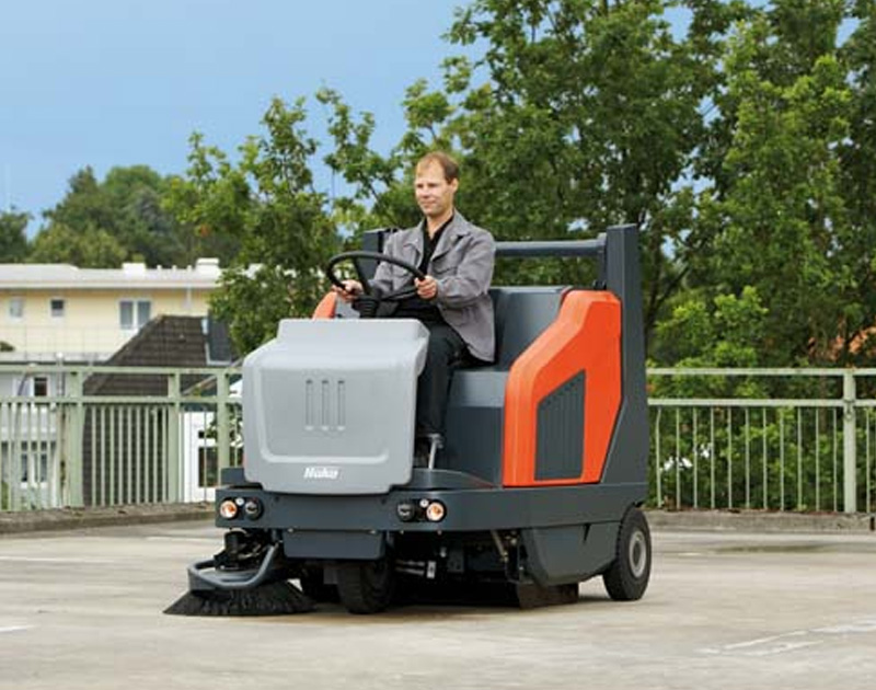 HAKO - ride-on sweeper